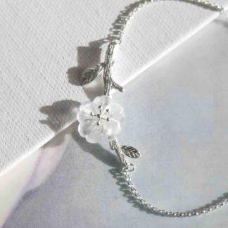 Bratara de argint cu pandantiv, Floare de sticla