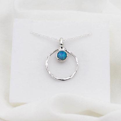 Lantisor de argint cu pandantiv opal Aqua