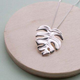Lantisor cu pandantiv de argint frunza Monstera Silver