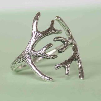 Inel handmade din argint cu coarne de cerb - Carpatin