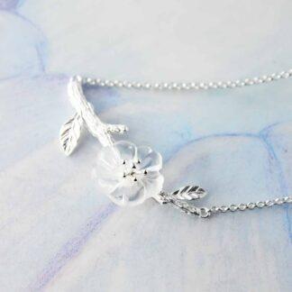 Colier cu pandantiv de argint si cristal natural, Floare de sticla