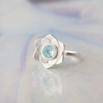 Inel de argint cu topaz, Floare de Nufar